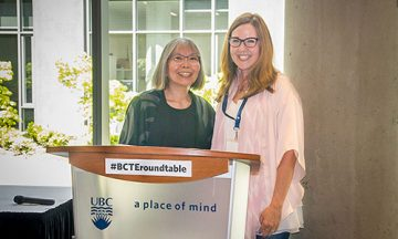 Dr. Jo-ann Archibald, Professor, UBC Faculty of Education, receives an award for Lifelong Service to Education from Dr. Kim Franklin, Chair of ABCDE, at the 2017 BC Teacher Education Roundtable.